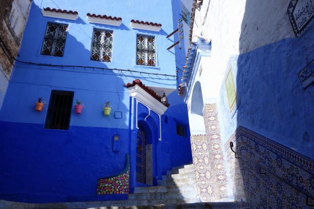 美しいモザイクのタイル。モロッコでは他の街でもカラフルなモザイクを見ることができます