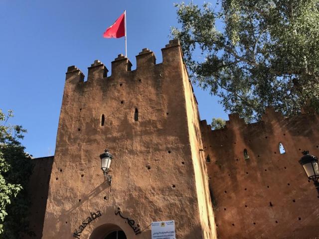 街の中心部にある「カスバ博物館」。打って変わって土色の建物ですが、昔の城塞なのです