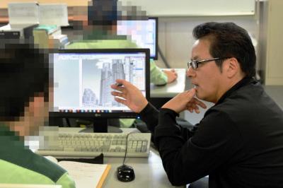 指導する苑場凌さん(右)は、美祢市ふるさと交流大使も務めています