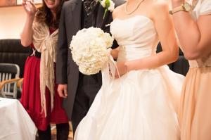「結婚式のゲストは白色のドレスNG」というような結婚式のマナーはどのように決まるのでしょうか。