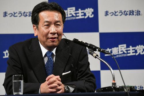 衆院選の開票結果についてインタビューに答える立憲民主党の枝野幸男代表=22日午後、東京都港区