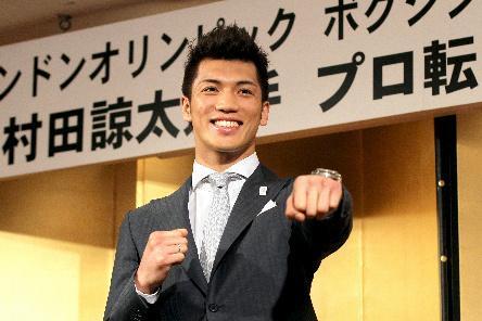 2013年4月にプロ転向を表明した村田諒太選手=東京都千代田区