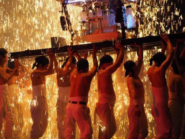 岐阜県岐阜市の手力雄神社例大祭「手力雄の火祭」