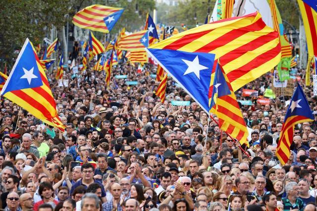 バルセロナで独立推進派が起こしたデモ=2017年10月21日
