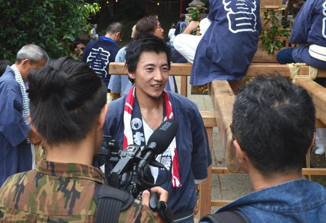 映画の撮影でインタビューに応える宮田宣也さん。映画は来年完成予定といいます