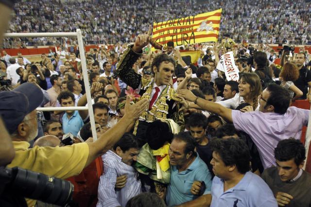 バルセロナで行われた最後の闘牛。カタルーニャ自治州は2012年、闘牛を禁止した。動物愛護の名目だが、闘牛が「スペイン国民統合の道具」として利用されてきたことへの反発が真の理由とされる=2011年9月25日