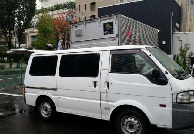 宮田宣也さんの愛車。選んだ基準は「神輿が乗るかどうか」。車内で流れているのは長渕剛の「耳かきの唄」。