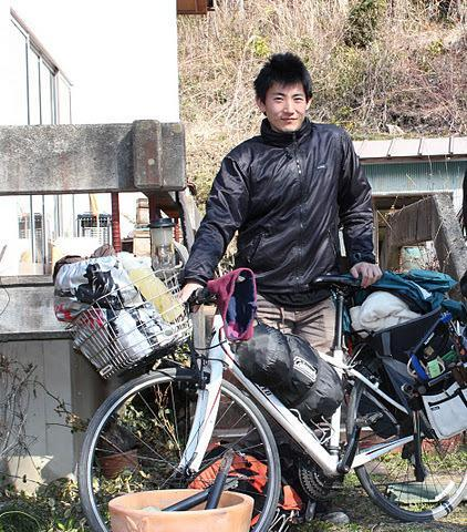 東日本大震災直後、自転車で東北に向かう宮田宣也さん