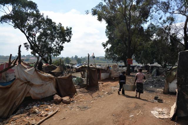 南アフリカ・ヨハネスブルク郊外の貧困地区(2014年)