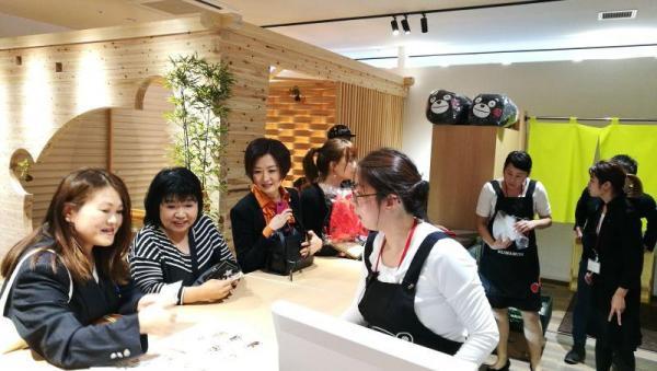 クマカフェ KISS福岡店内の風景