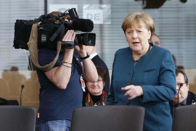 ドイツ連邦議会(下院)の調査委員会で、フォルクスワーゲン社の排ガス不正問題の証言をするために現れたメルケル首相=2017年3月8日