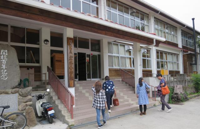 会場の旧広井小学校