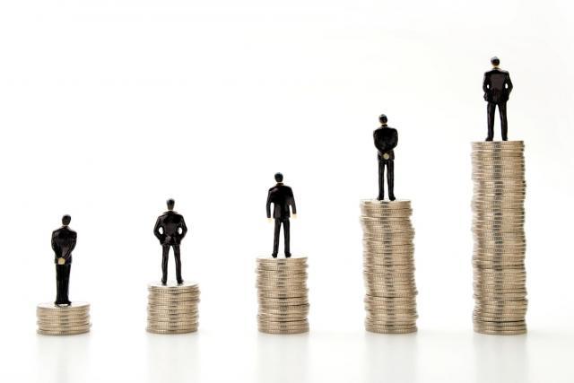 「相対的貧困」は簡単に言うと「平均的な暮らしの半分以下の収入」(画像はイメージです)