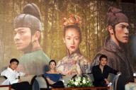 映画『LOVERS(十面埋伏)』の記者会見。左から、香港の俳優アンディ・ラウ、中国女優チャン・ツイイー、台湾と日本の俳優、金城武=2004年7月、台北。