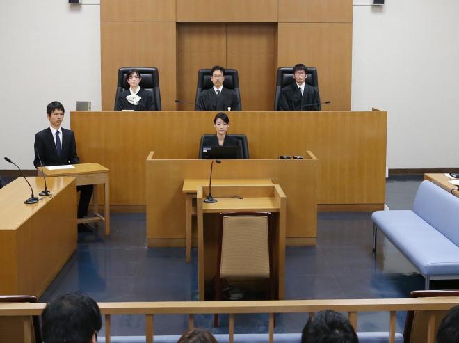 法廷の真ん中に座る「裁判官」=新潟地裁高田支部