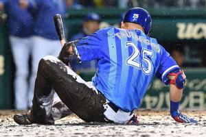 泥だらけ筒香が見せた本気 雨中のプロ野球...