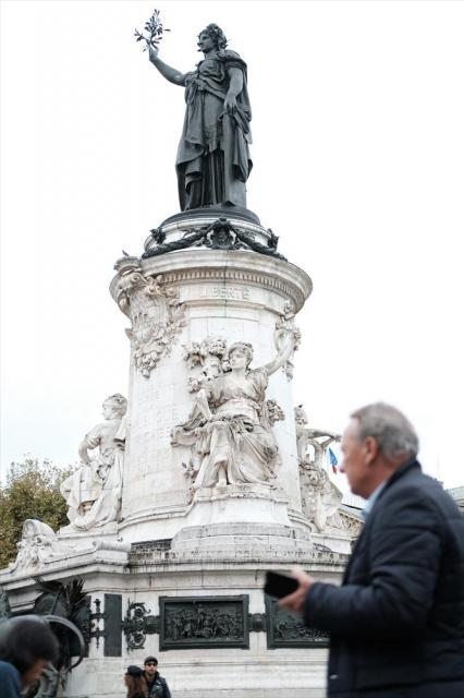 日常的に多くの人が集まるレピュブリック広場=10月24日、フランス・パリ、竹花徹朗撮影