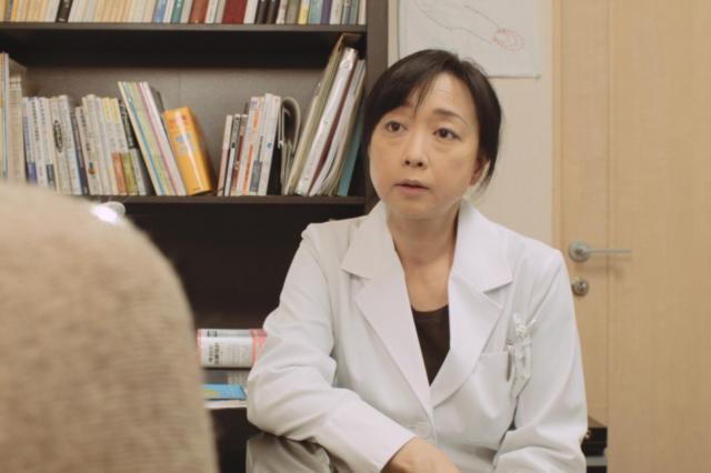 精神科医役として出演した川上麻衣子さん