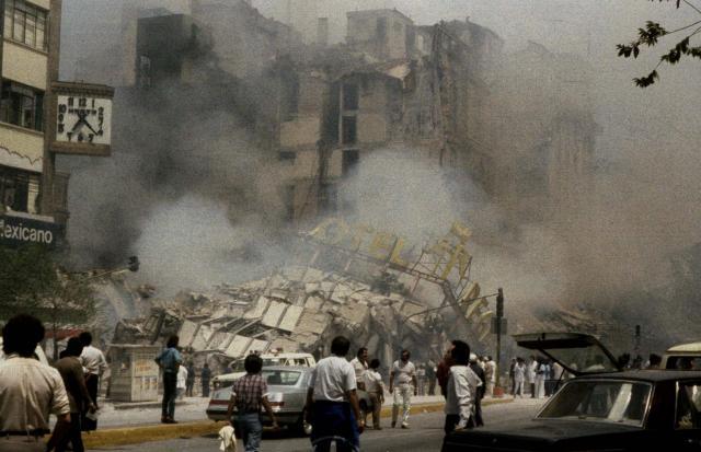 1985年の地震で崩壊したメキシコ市のホテル