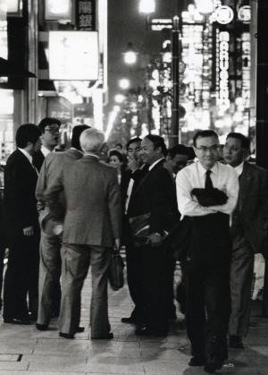 サラリーマンでいっぱいだった夜の銀座=1989年11月