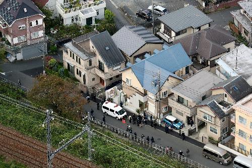 9人の遺体が発見されたアパート(中央)=2017年10月31日、神奈川県座間市、鬼室黎撮影