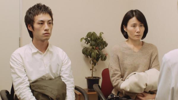 ギャンブル依存症の人とその家族を描いた映画「微熱」の続編。診察に行く夫婦