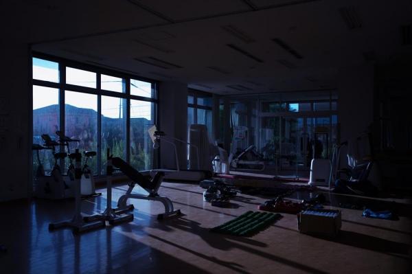 震災後、そのままの姿で残るトレーニングジム=福島県双葉町の「ヘルスケアーふたば」