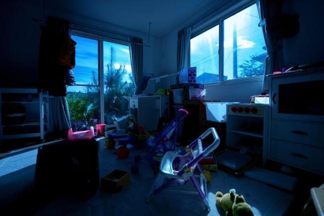 子ども部屋に差し込む月明かり=福島県双葉町