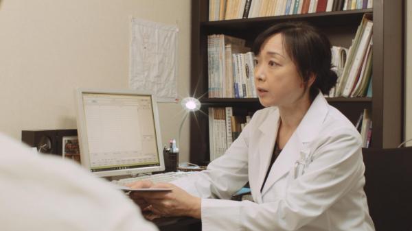 ギャンブル依存症の人とその家族を描いた映画「微熱」の続編。自助グループを薦める医師