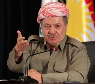 イラク北部アルビル郊外で、記者会見するKRGのバルザニ大統領=2017年9月24日