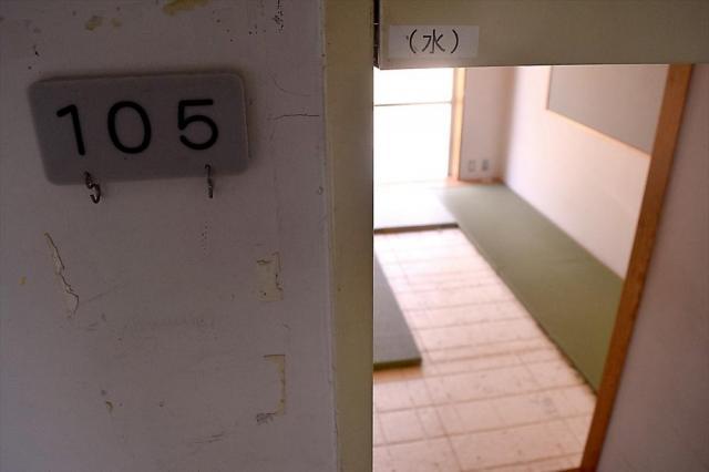 畳がはがされた部屋もあった。犯行の痕跡は、事件後の清掃でなくなっていた=2017年7月6日、相模原市緑区千木良、岩堀滋撮影