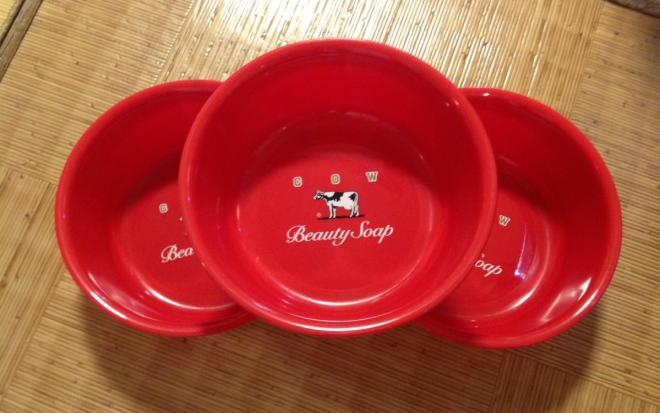 新しく牛乳石鹸共進社から贈られてきた桶