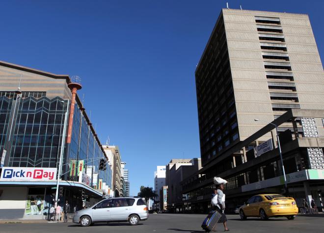 ジンバブエの首都ハラレのビジネス街=2016年7月6日