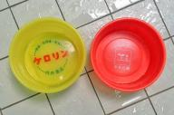 盗まれたものと同型の桶。左がケロリン、右が牛乳石鹸