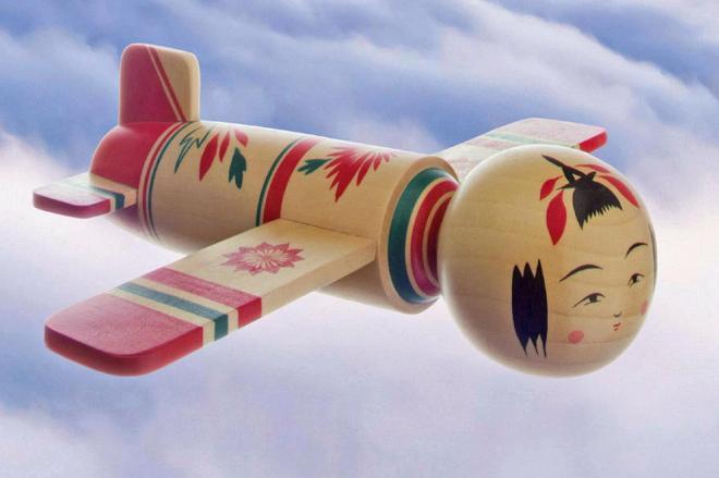 ポスターに掲載されている「こけし飛行機」