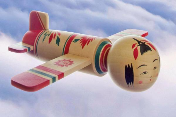 「Sky Journey 仙台・宮城キャンペーン」のポスターに掲載されている「こけし飛行機」