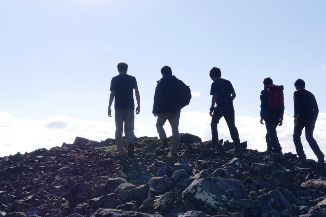 未踏峰山頂にたどり着いた早稲田大学探検部「カムチャツカ遠征隊」=2017年8月25日