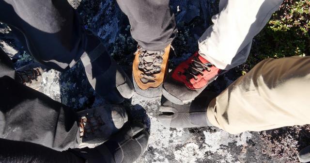「せーの」で未踏峰山頂に足跡を残した=2017年8月25日