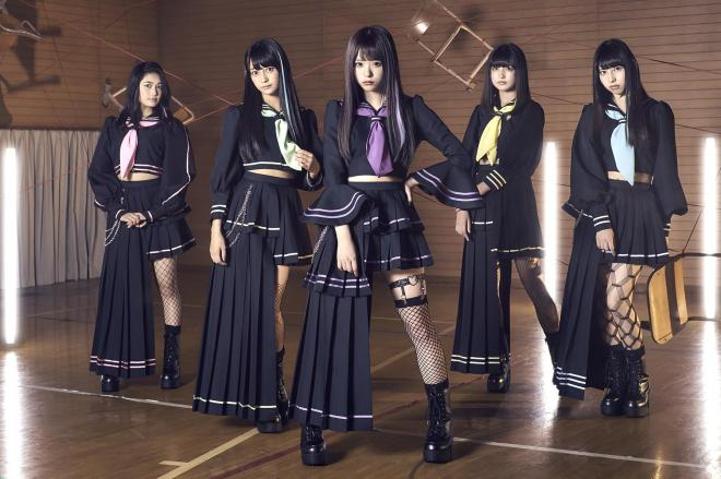今回、AI主導の楽曲作りに取り組んだアイドルグループ「マジカル・パンチライン」(左からアンナ、リーナ、レナ、ヒマワリ、ユーナ)