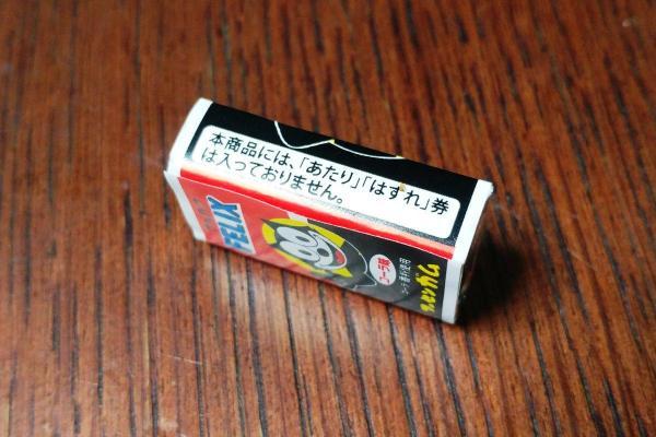 パッケージ側面には「本商品には『あたり』『はずれ』券は入っておりません」の文字が