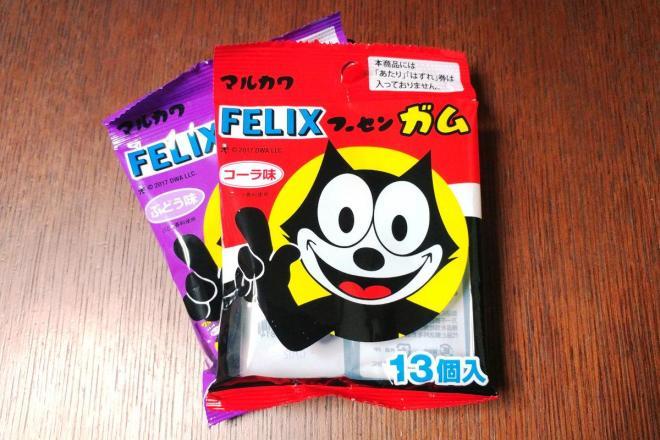 ダイソーでは13個入りで100円で販売されています。上はコーラ味、下はぶどう味