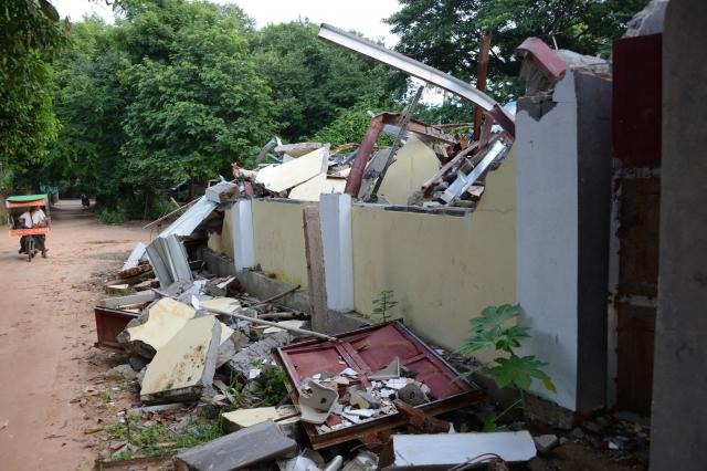7月に壊された建物は、2カ月以上、そのまま放置されていた