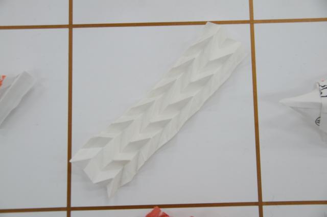 折ったラインをそのまま残した「JAPANESE TIP」