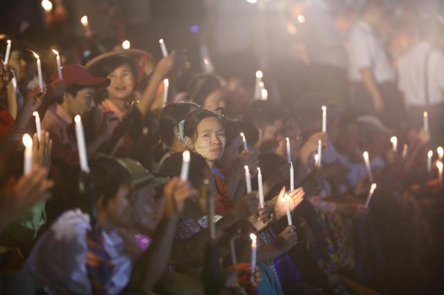 ミャンマーの最大都市ヤンゴンで開かれた、宗教を越えた融和を訴える集会。アウンサンスーチー国家顧問率いる国民民主連盟(NLD)の主催だった=2017年10月