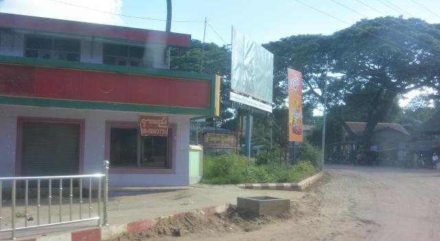 ミャンマー中部チャウパダウン中心部。この場所には数年前まで「イスラム教徒お断り」の看板が立てられていたという=2017年10月