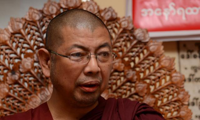 「ミャンマーは仏教の国。国民のことを第一に考えて行動している」と話すパーマウカ師=2017年10月、ヤンゴン