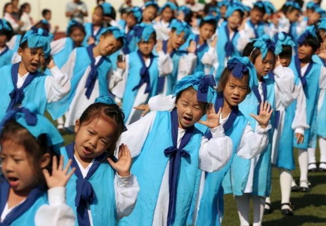 伝統的な衣装を着る子どもたち=中国・江蘇省南通市 ※写真はイメージです
