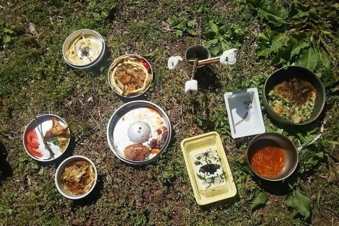 バラエティー豊富な虫料理の数々=2017年4月23日