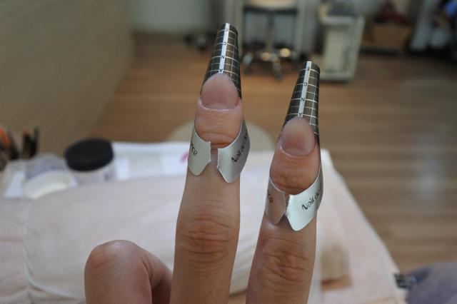 鉛筆の銀色のキャップに似てます