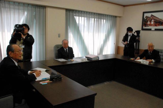 求償権行使について法律的判断をする専門家委員会=2011年1月19日